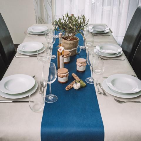 Vlies-Tischdecke-mit-Tischläufer-dunkelblau_4915