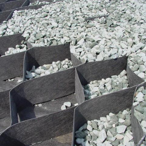 terram-geozellen-hangbefestigung-verfuellung-mit-stein_4501